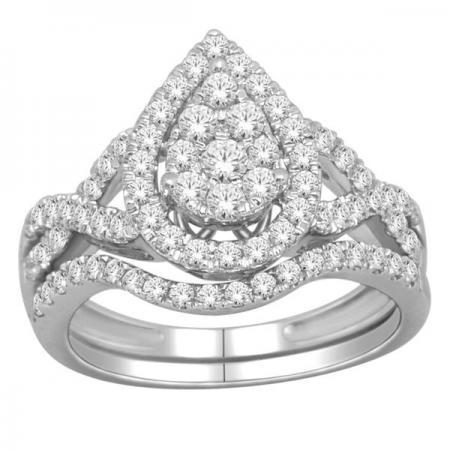 Sparkling Pear-Shaped Diamond Engagement Set