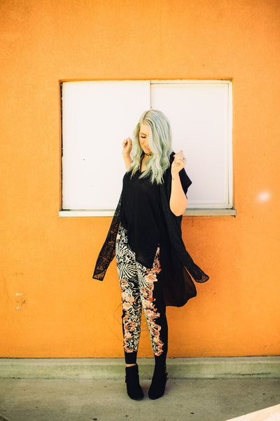 how-to-style-joggers-floral-print-boho-style-pants-utah-blogger-harper-trends3