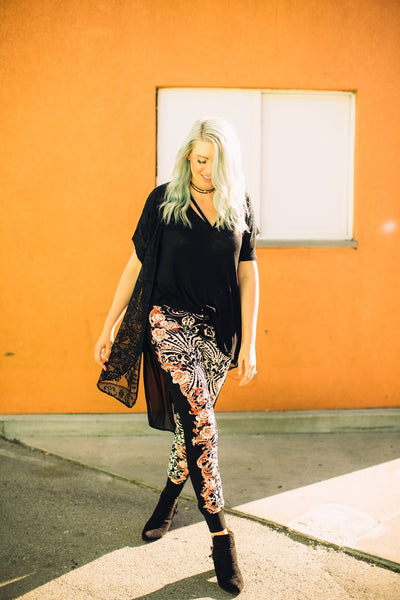 how-to-style-joggers-floral-print-boho-style-pants-utah-blogger-harper-trends