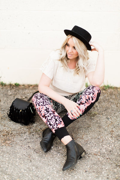 how-to-style-joggers-floral-print-boho-style-pants-utah-blogger-harper-trends9