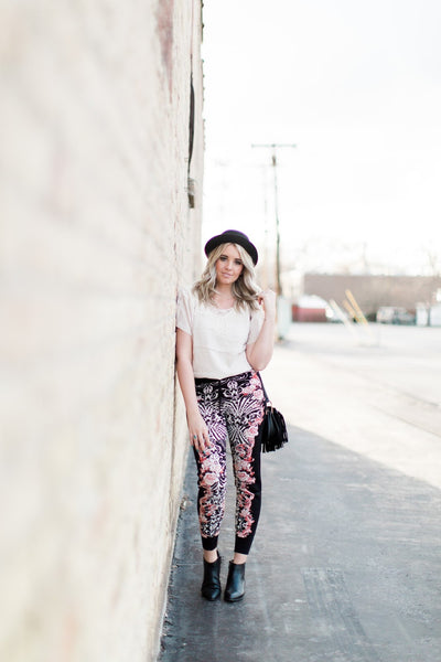 how-to-style-joggers-floral-print-boho-style-pants-utah-blogger-harper-trends6
