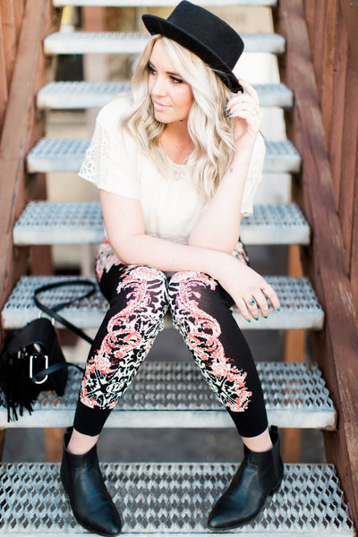how-to-style-joggers-floral-print-boho-style-pants-utah-blogger-harper-trends7