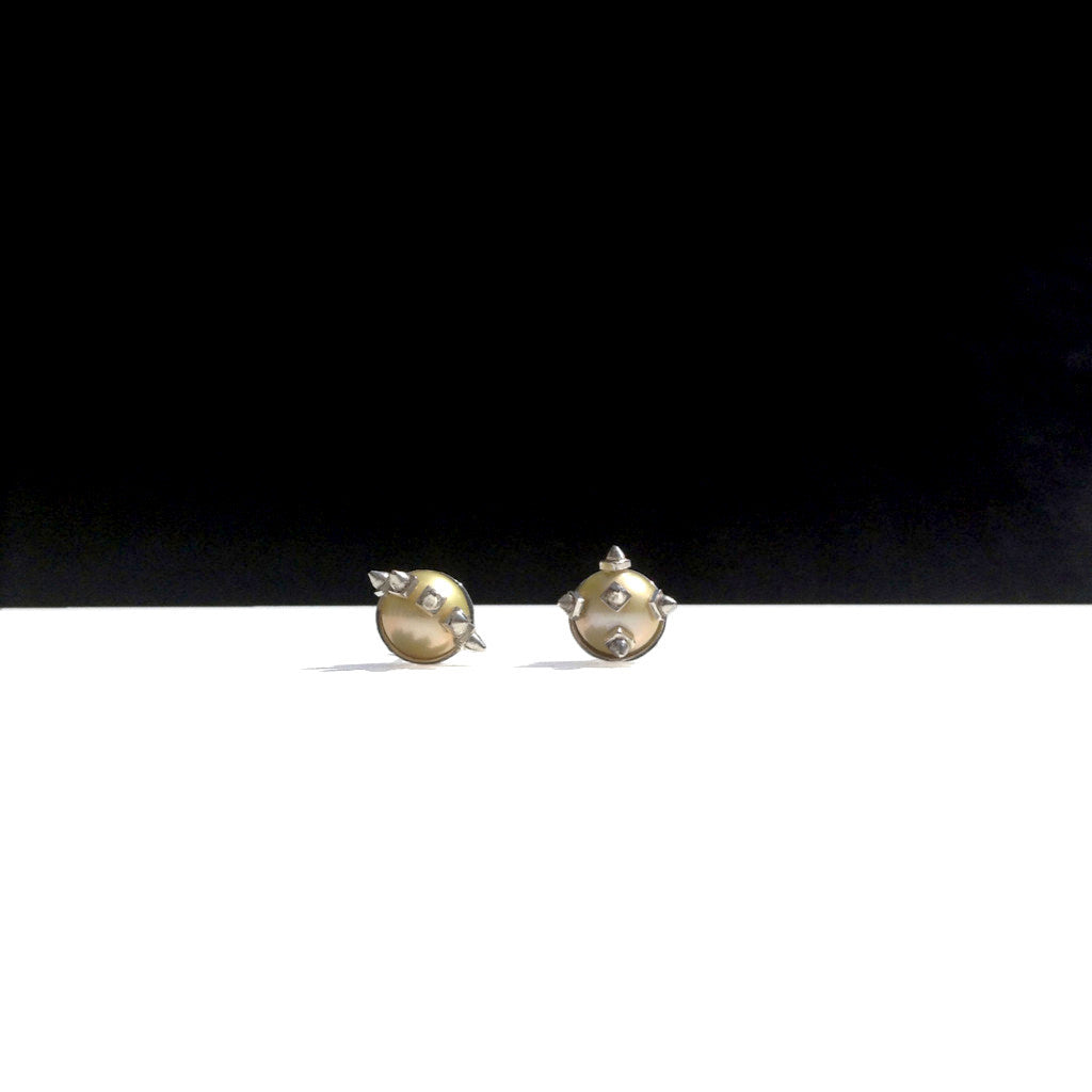Pointe, pearl_Ivy ear studs