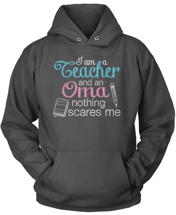 Teacher Oma Nothing Scares Me - Pullover Hoodie / Dark Heather / S