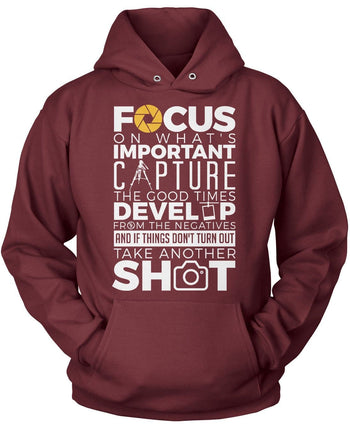 The Photography Code - Pullover Hoodie / Maroon / S
