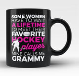 Favorite Hockey Player - Mine Calls Me Grammy - Black Mug / Tea Cup