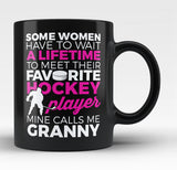 Favorite Hockey Player - Mine Calls Me Granny - Black Mug / Tea Cup