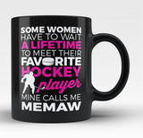 Favorite Hockey Player - Mine Calls Me Memaw - Black Mug / Tea Cup