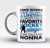 Favorite Hockey Player - Mine Calls Me Nonna - Mug