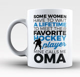 Favorite Hockey Player - Mine Calls Me Oma - Mug