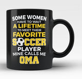Favorite Soccer Player - Mine Calls Me Oma - Black Mug / Tea Cup