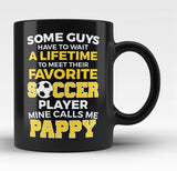 Favorite Soccer Player - Mine Calls Me Pappy - Black Mug / Tea Cup