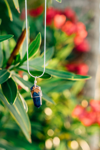 sodalite healing crystal necklace
