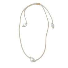 Load image into Gallery viewer, tan hanging single pearl choker necklace