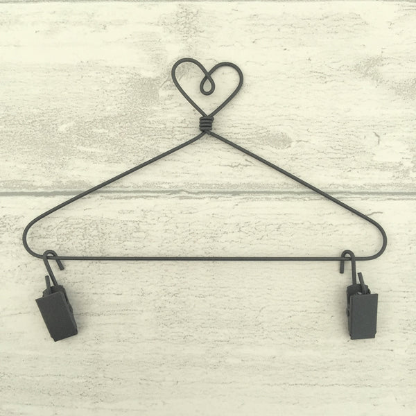 "6"" Heart Wire Hanger (Small) and 2 clips"