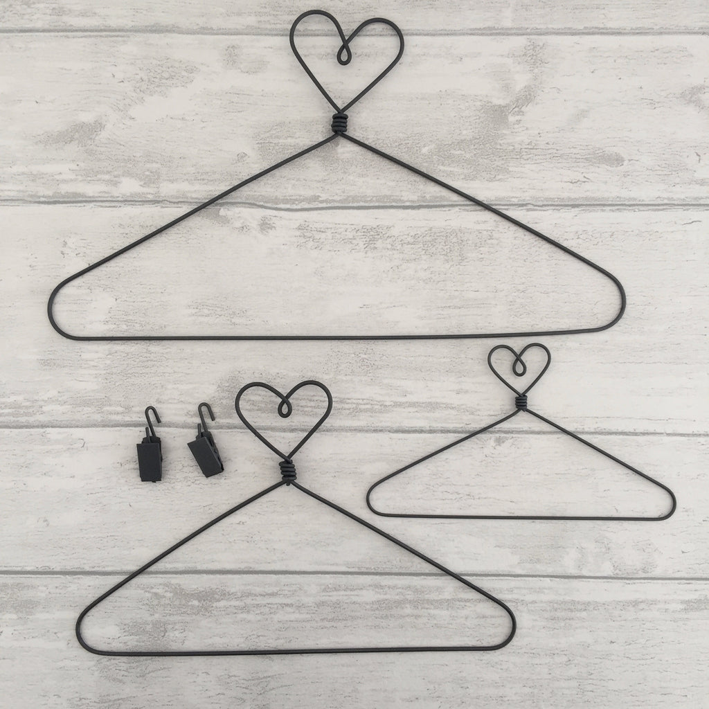 "9"" Heart Wire Hanger (Medium) and 2 Clips"