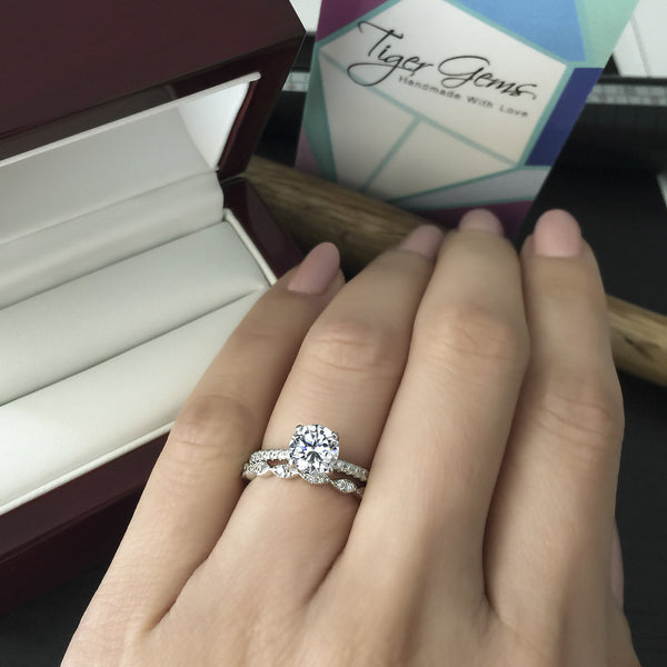 1.25 ctw Round Accented Solitaire Ring