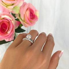 2.75 ctw 12 Stone Band Solitaire Set