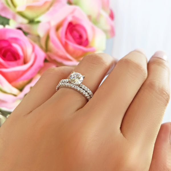1.25 ctw Round Accented Solitaire Set