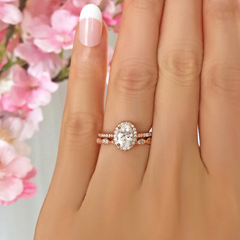 1.25 ctw Oval Accented Solitaire Set
