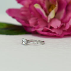 1.25 ctw Round Accented Ring
