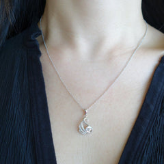 1/2 ct Dainty Swan Necklace