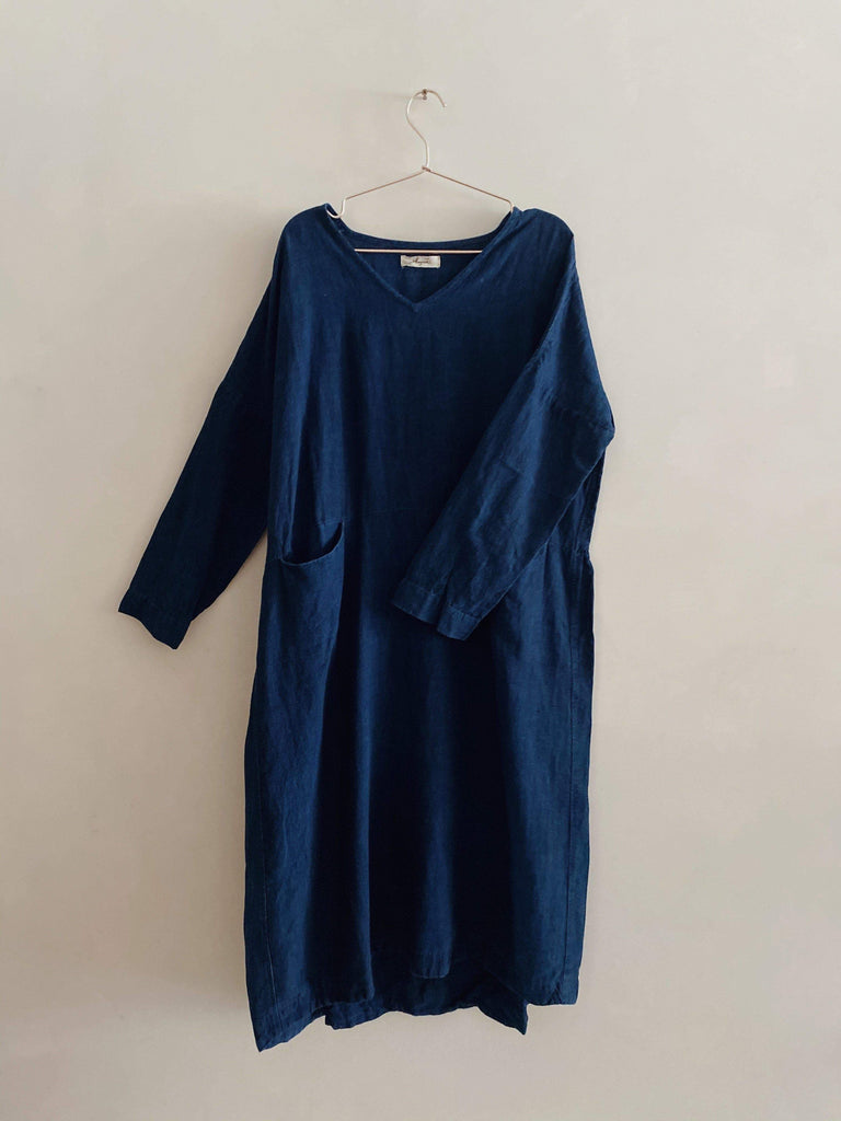 ichi antiquités linen v-neck dress in indigo one size