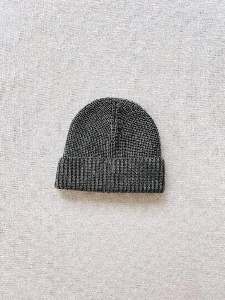 mabo kids merino wool ribbed beanie in pine