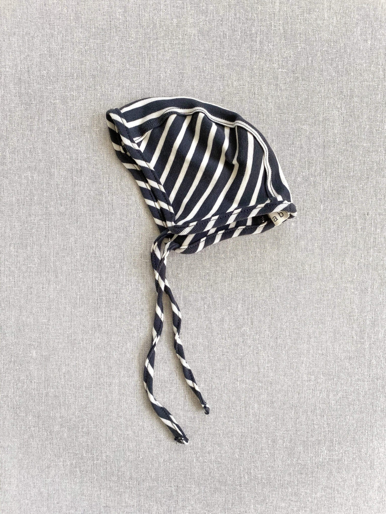 mabo organic cotton bonnet - charcoal/natural stripe