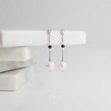Load image into Gallery viewer, Danielle Japanese Freshwater Pearl Earrings