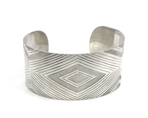 Bracelet- R. Mills, Silver, Contemporary Formline, 1.25""