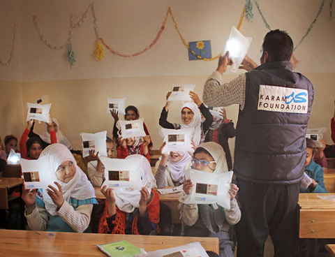 Syrian schoolchildren use LuminAID lights in the classroom