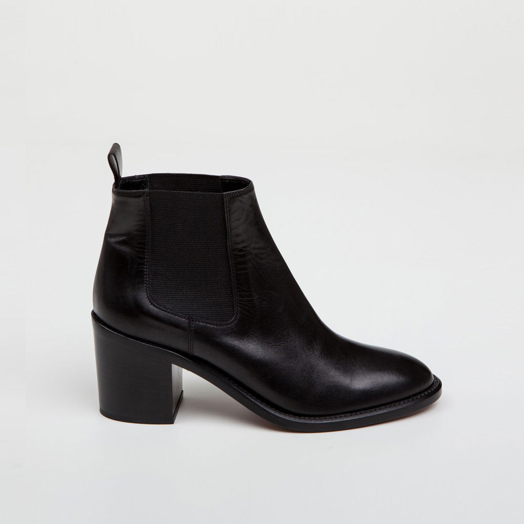 Black Leather Chelsea Boots with FREE Shipping & Exchanges, and a % price guarantee. Choose from a huge selection of Black Leather Chelsea Boots styles.