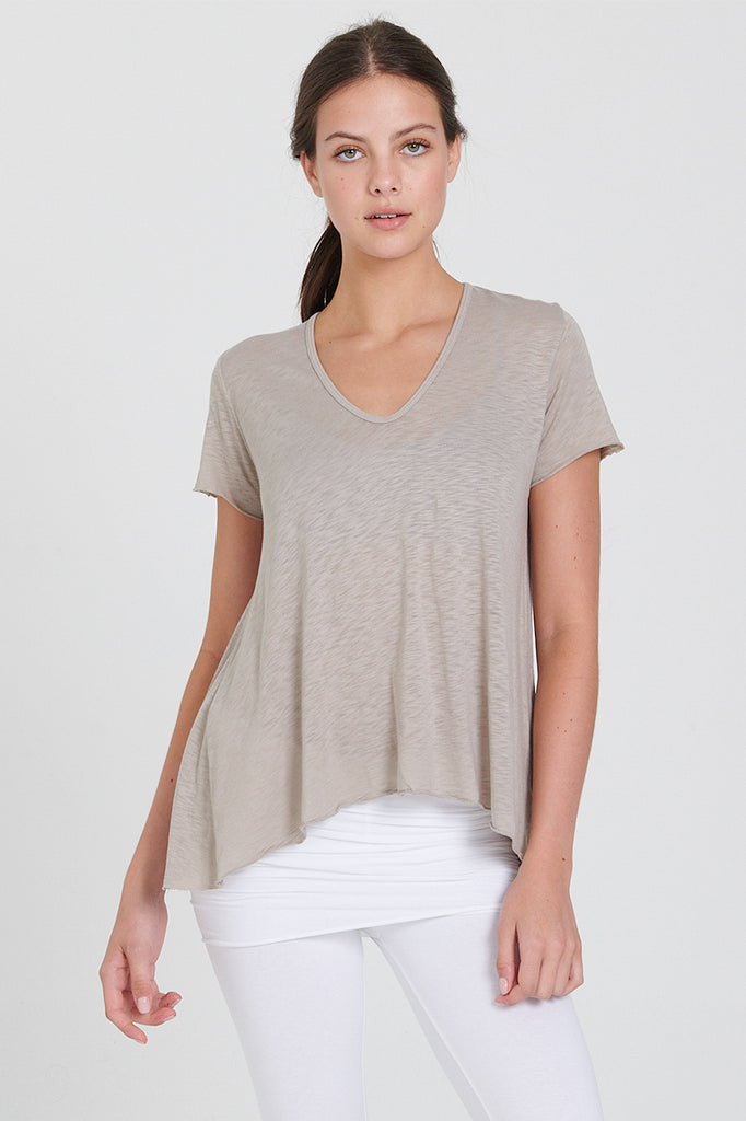 Dynamic Tee in Neutral