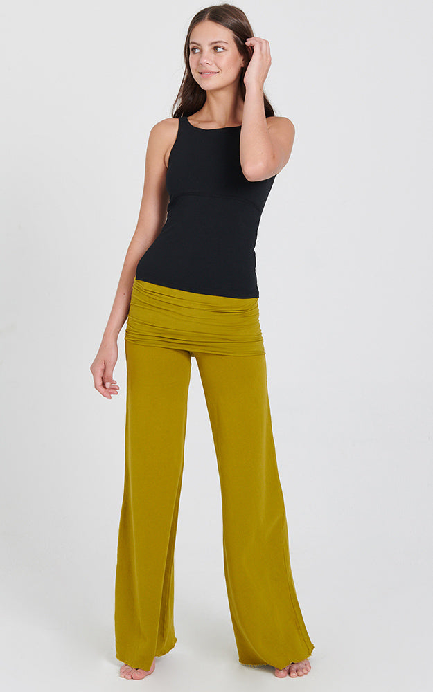 The Nomad Pant in Vibrant Moss