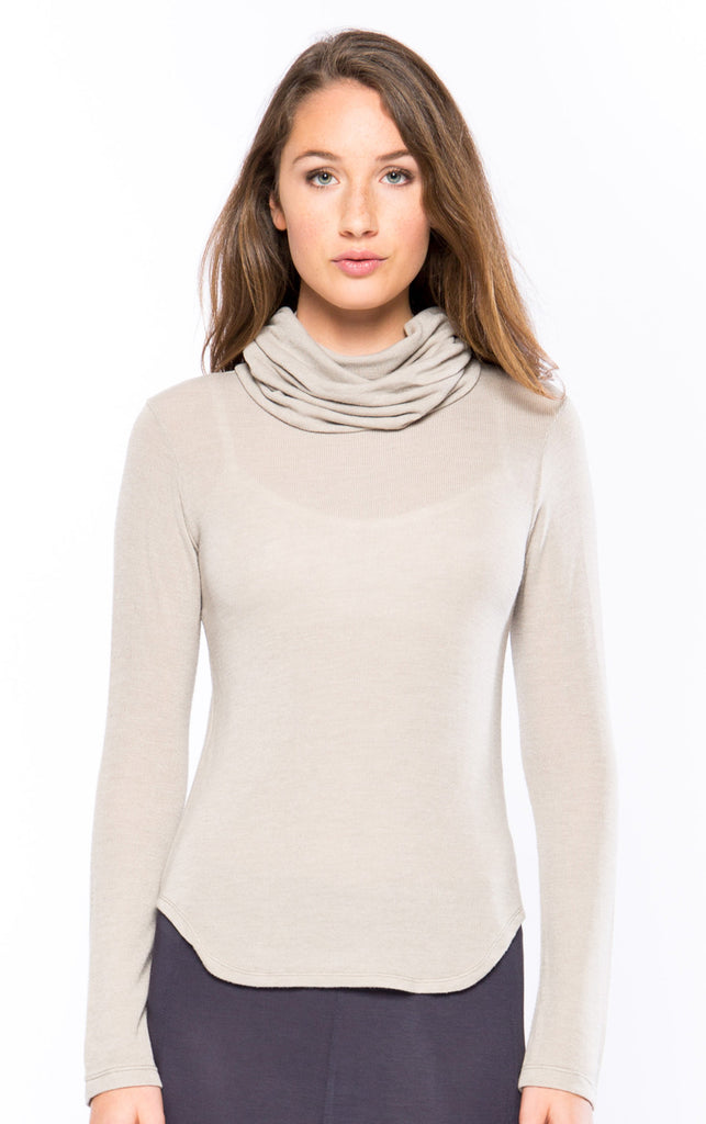 Super Turtleneck in Sand