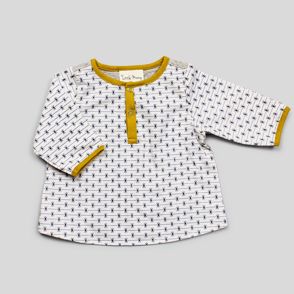 Henley Shirt in Ecru Star Print