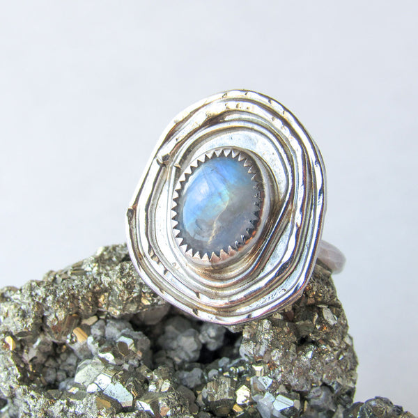 TEMPLE RING + MOONSTONE // Size 8.25