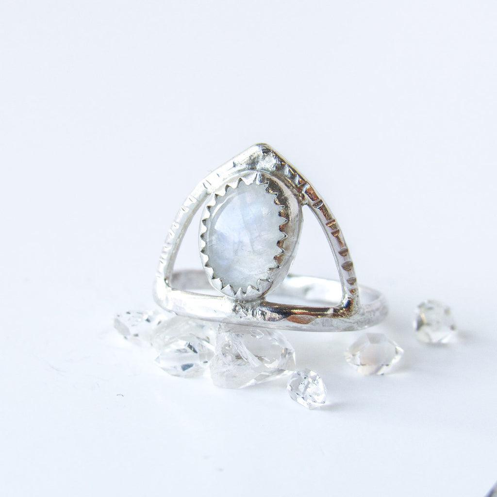 DRIFT + MOONSTONE RING // Size 7