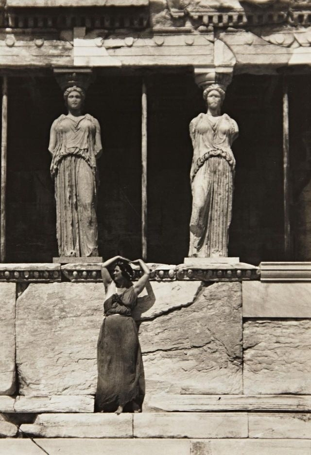 Inspiration : Dancers at the Acropolis