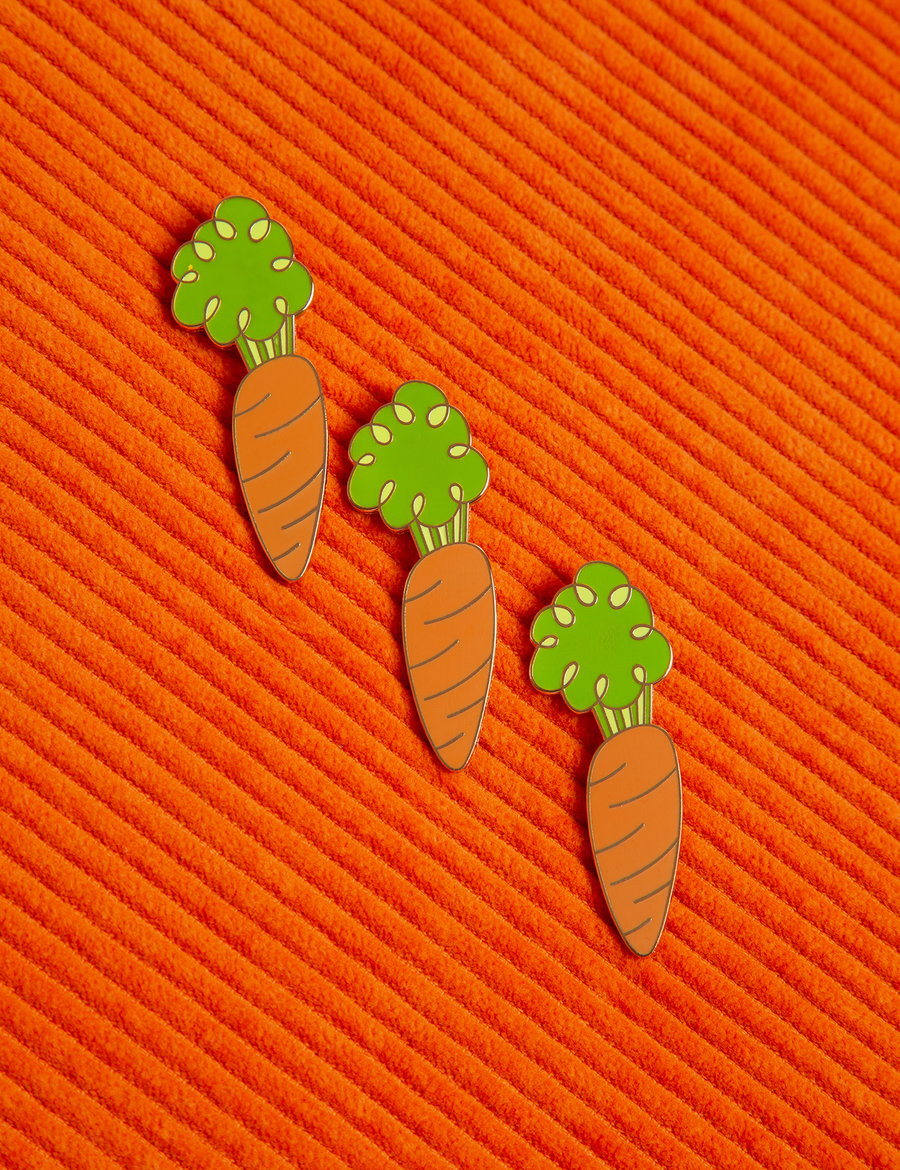 Carrot Brooch