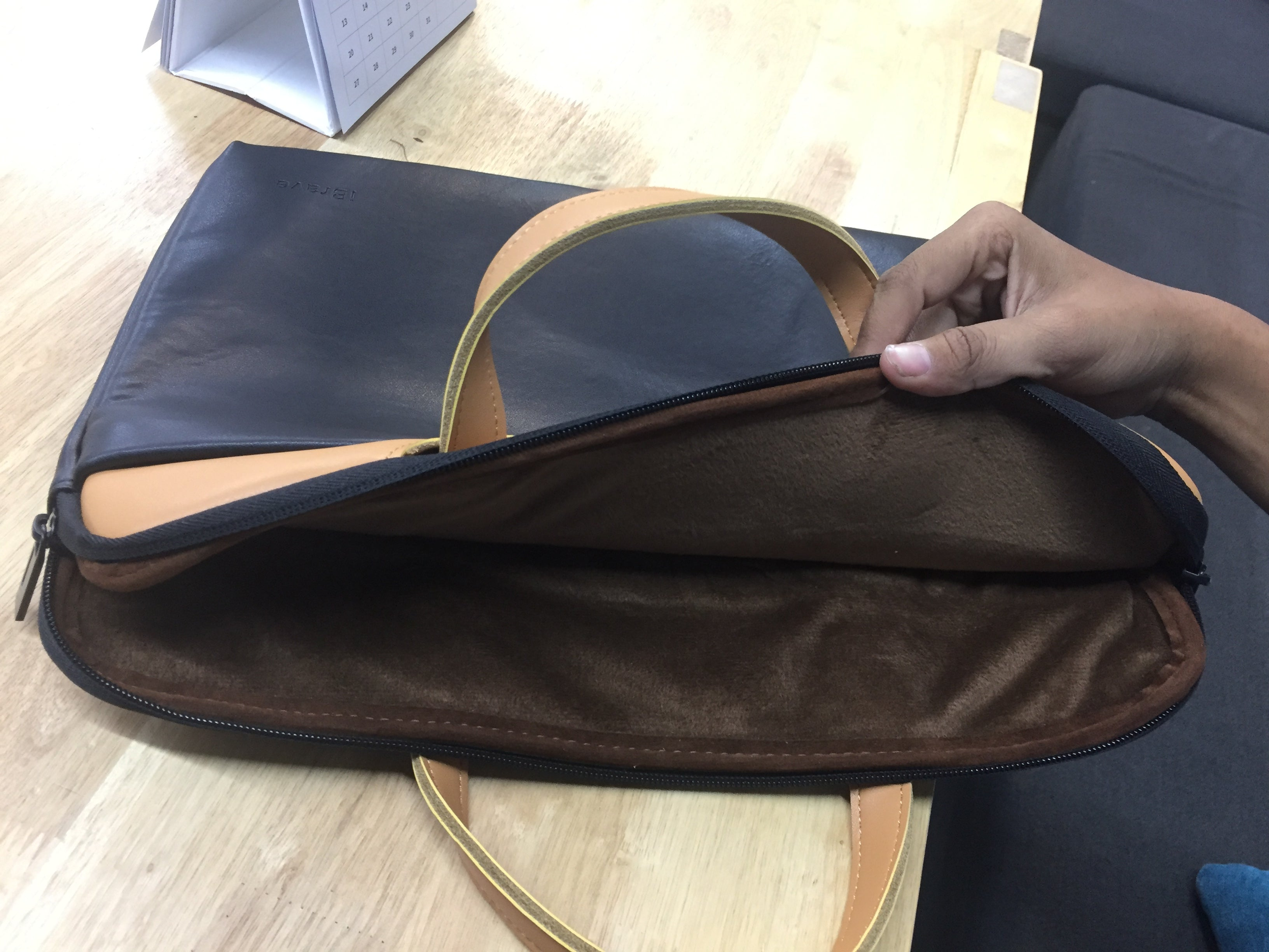 i1090 iBrave High Class Leather Bag for Laptop 13 inch - i-s-mart.com | No.1 Branded Online Shop in Cambodia