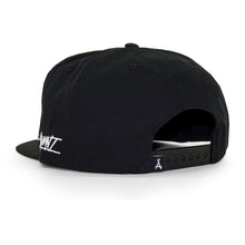 Load image into Gallery viewer, DOGHOUSE SNAPBACK (BLACK)