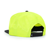 Load image into Gallery viewer, RUNNER SNAPBACK (VOLT)