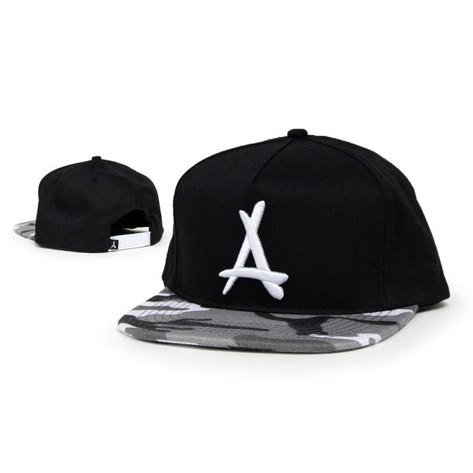 WINTER CAMO SNAPBACK (BLACK)