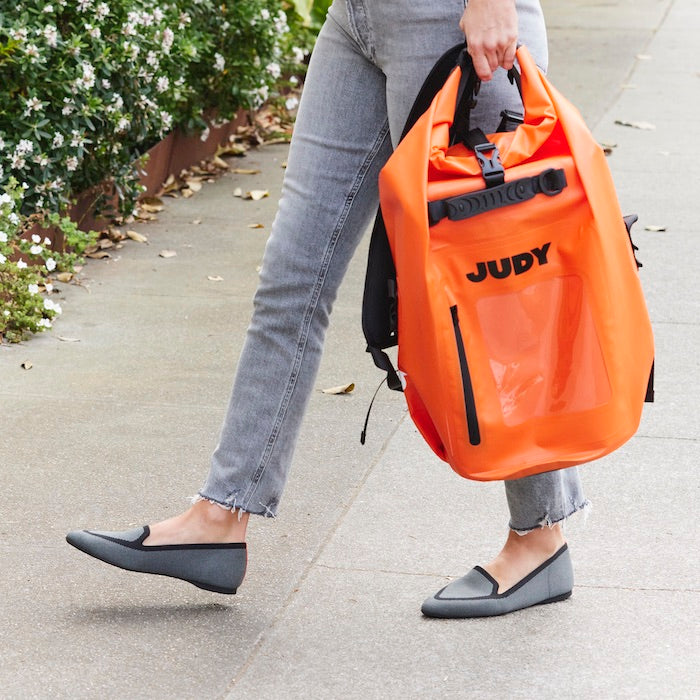 woman wearing heather gray flats and carrying JUDY bag