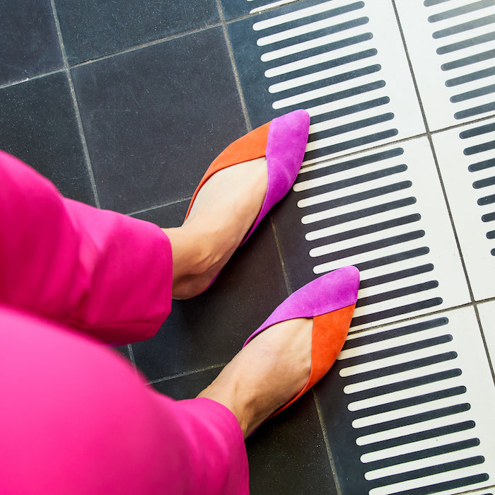 woman wearing fuchsia pants with two-tone pink and orange slides