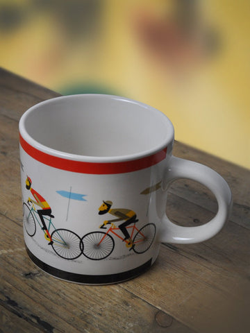 Ceramic cycling mug featuring a retro style cycling design. A great gift idea for a cycling enthusiast.