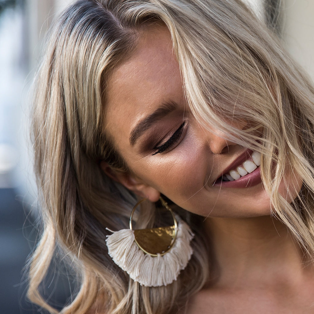 ELENA FRINGED / EARRINGS - Nude/Gold