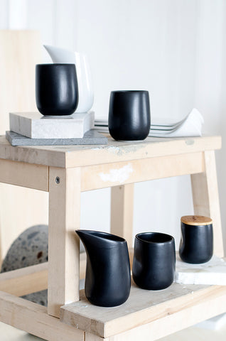 shipping of bybibi porcelain tableware in black and white